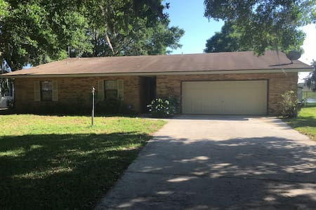 Lakefront 3 BR Home - Orlando & Tampa Attractions - Polk City - Hus