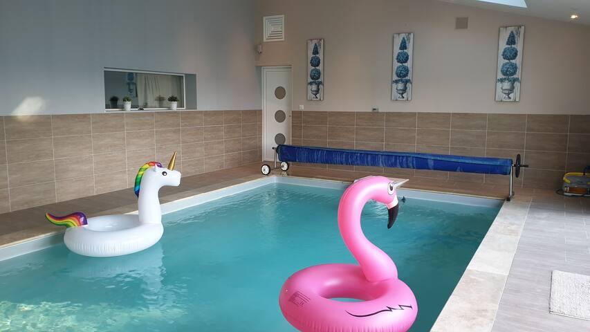 Chambre Atelier et espace commun (piscine,)