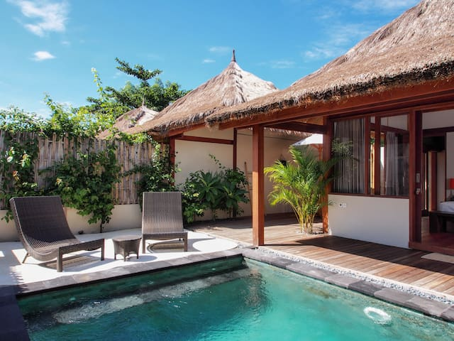 Elegant one bedroom villa with private pool.