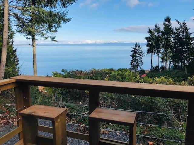The Happy Vista Cabin- Paradise North of Qualicum