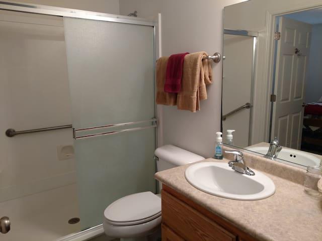 Main bath w/ large shower; handicap accessible.
