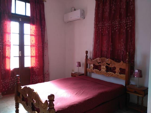 Room 2 / Habitacion 2