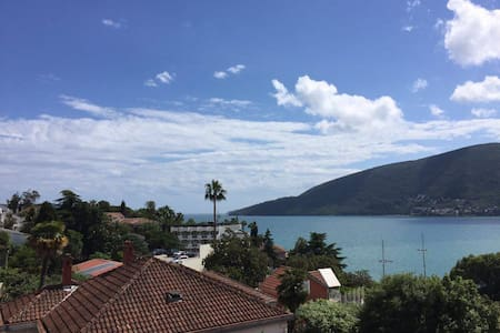 Large, modern, 3-bedroom apartment with seaview - Herceg - Novi