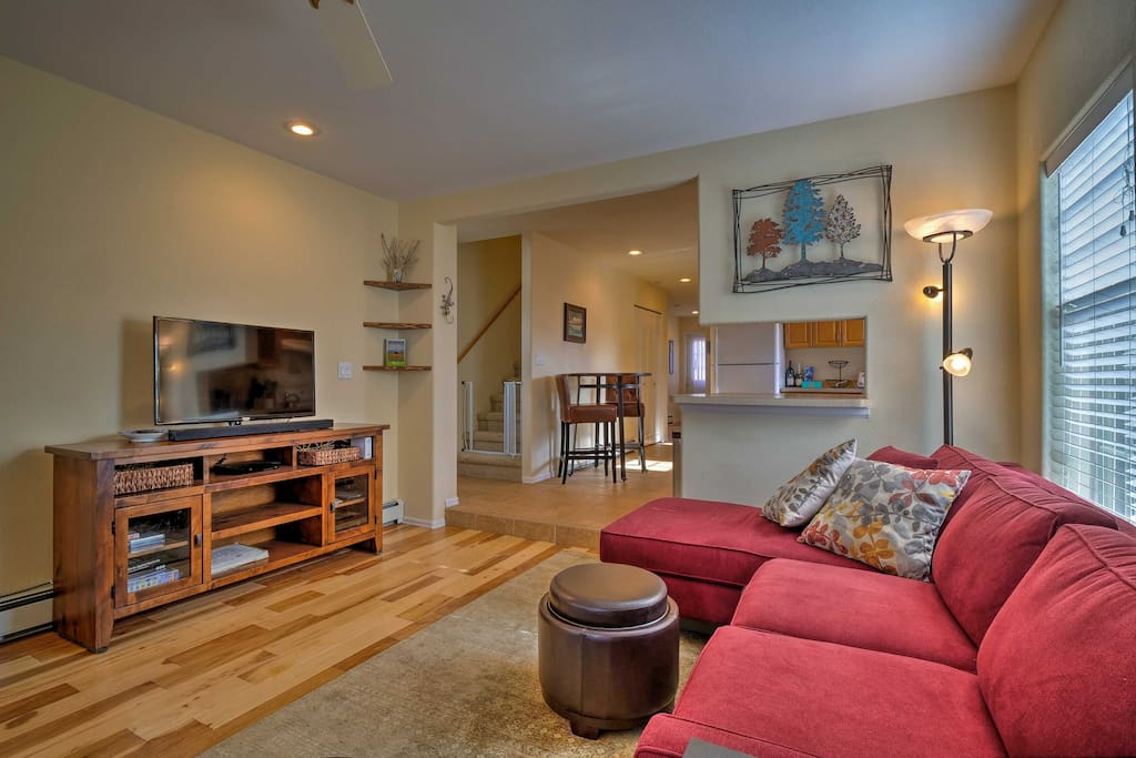 Relax in the airy living room with a flat-screen TV equipped with a DVD player.