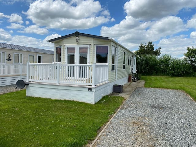 6 Birth Static Caravan at 5* Sand le Mere