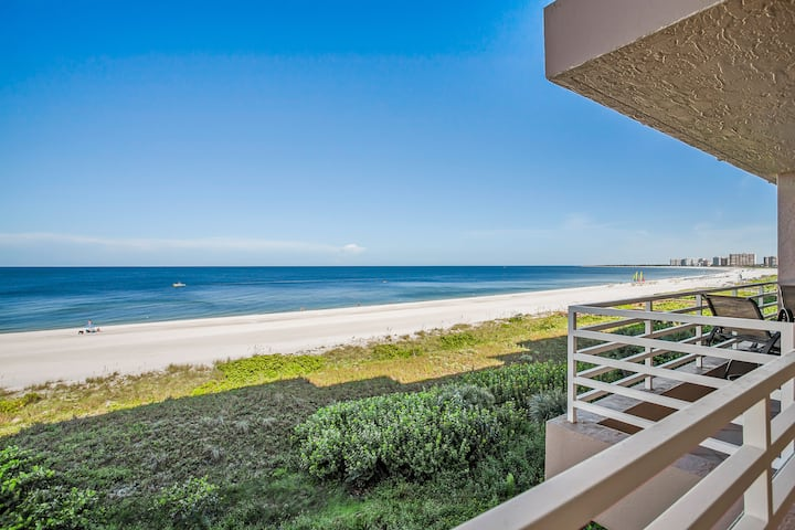 Beachfront Beauty with delightful Gulf views from private balcony !