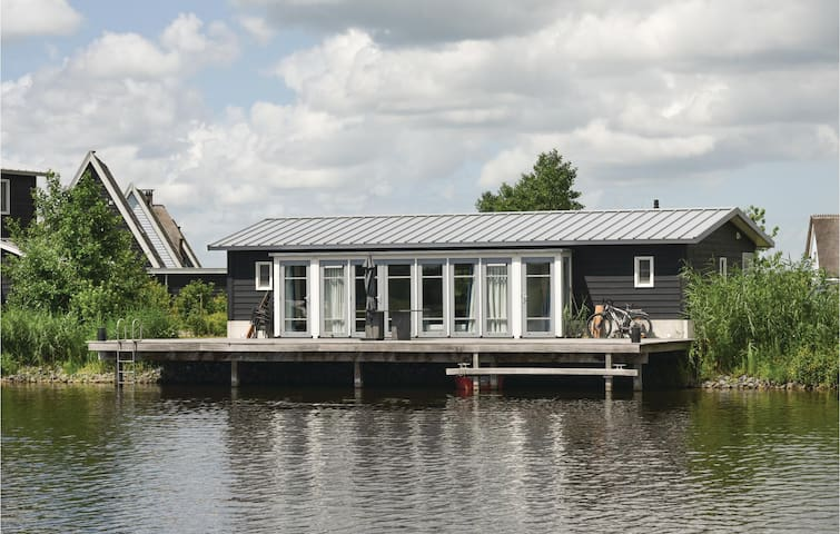 Holiday cottage with 2 bedrooms on 75m² in Giethoorn