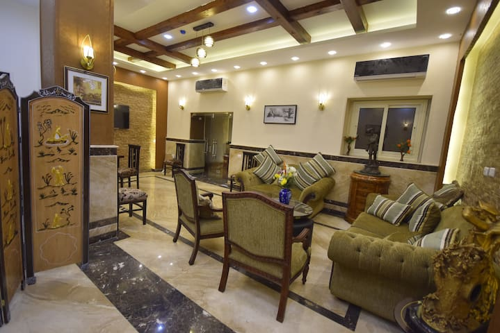 Private deluxe Triple Room in downtown - Cairo - Bed & Breakfast
