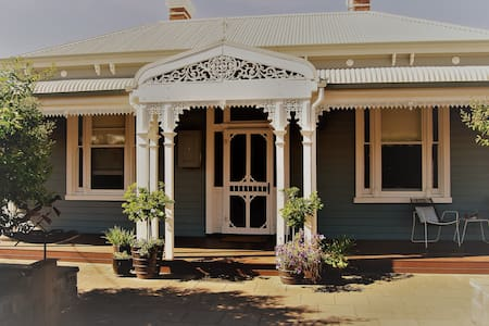 CBD listing B -Close to VLine. - Wangaratta - Bed & Breakfast