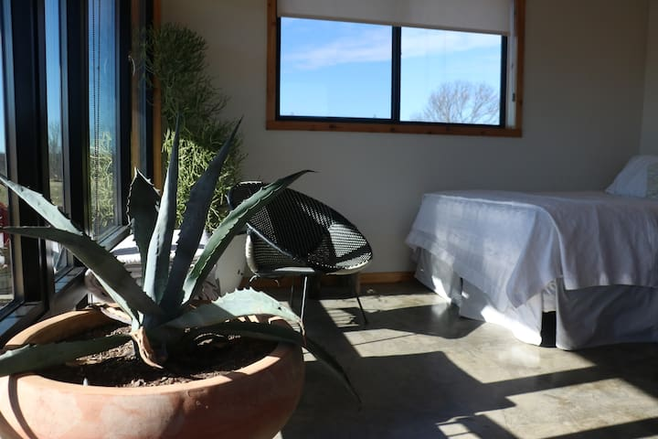 Osage Hills Getaway - Mesa Diablo Cabin