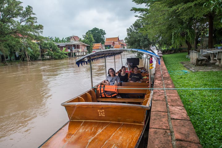 Boat tour, pick up guest right at our river bank.