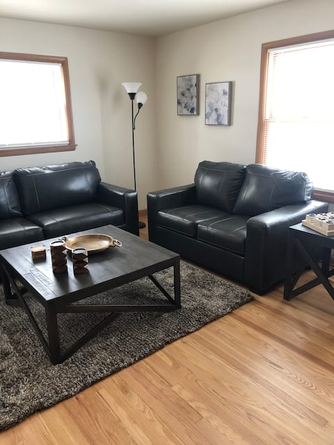 Clean 2 bedroom/1 bath close to everything!