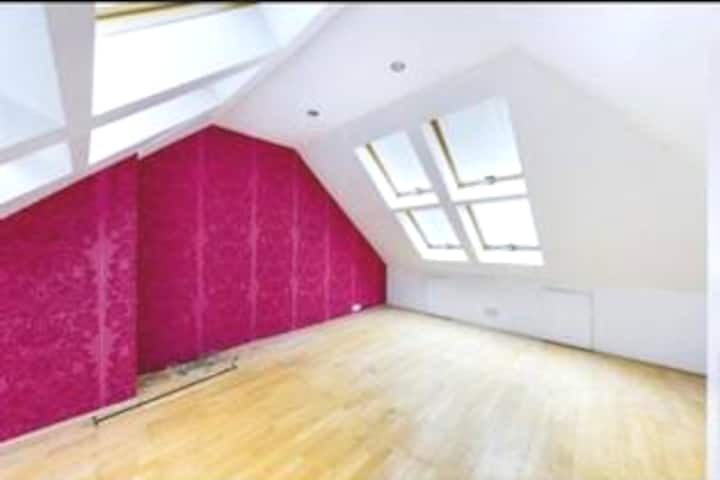 Light airy and spacious room Pinner with work area
