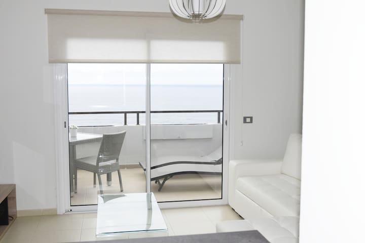 Bright penthouse overlooking Sea and Teide Ático luminoso con vista al mar y al Teide