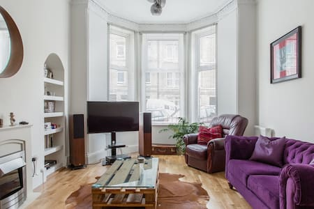Live the Hip Life in Trendy Leith in a Musician's Home