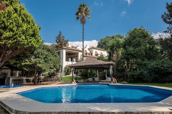 Opulent Villa in Casares with Luxurious Pool House & Jacuzzi