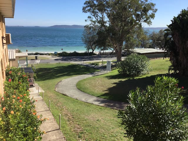 Paradise on the beach - only 10 min walk to centre - Nelson Bay - Apartment