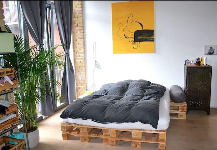 Spacious double room in amazing Kreuzberg loft