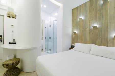 "Chambre inspiration ""HELSINKI"", accès SPA & Jardin"