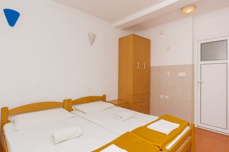 Knez - Nice Twin Room with Terrace - Budva