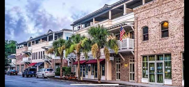 ⭐ Luxury & Location in Bluffton Above a Wine Bar ⭐