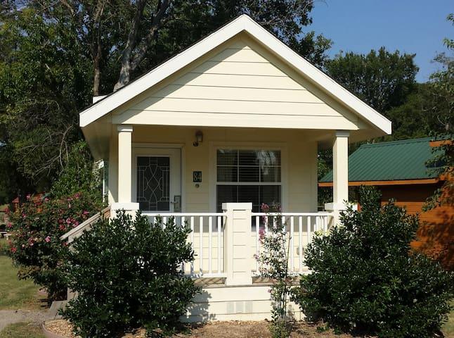 Serene Yellow Cottage at Mill Creek Ranch Resort
