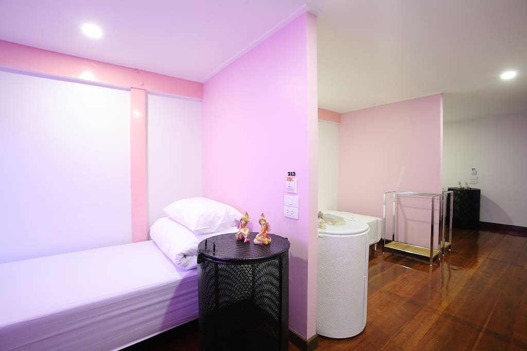 Spacious room with 3 single beds (no bunk bed)