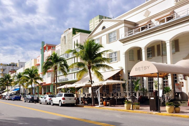 Best Location in South Beach! For Large Groups