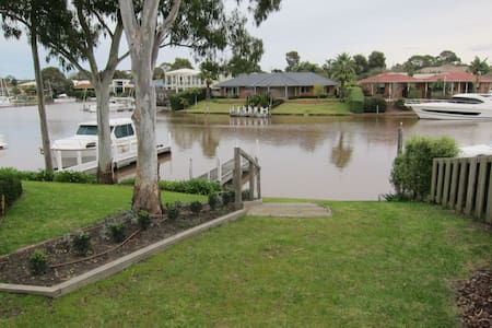 Peg's Paradise with Private Jetty - Paynesville - Paynesville