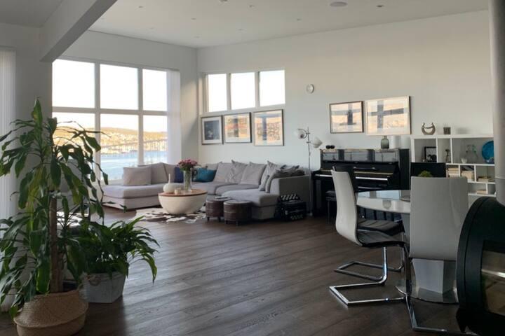 Et moderne, deilig hjem – med spektakulær utsikt!