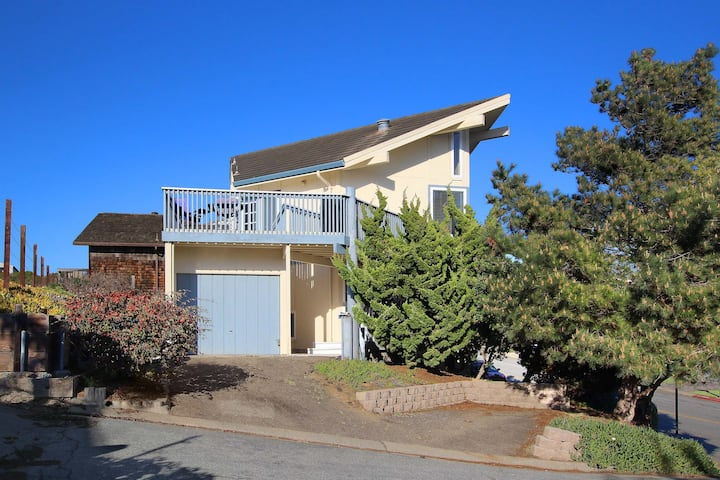 Sand Dollar Beach Home with Large Deck, Ocean View