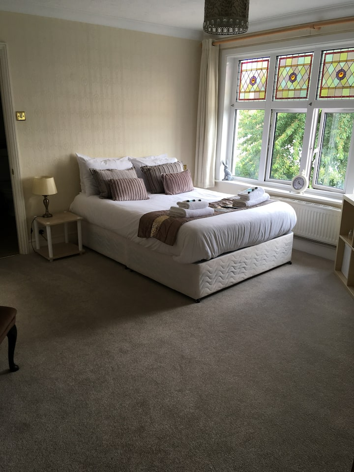 Six Bells Cliffe - Double Bedroom with ensuite