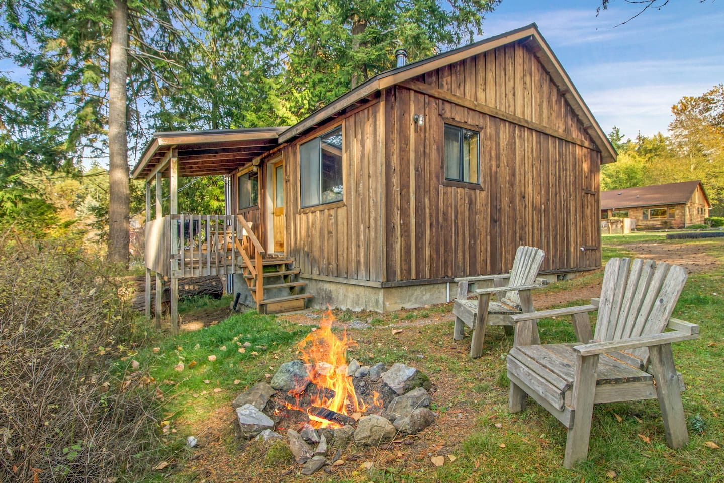 Classic 1BR Ocean View Cabin a 60 second walk away from our amazing west-facing no-bank beach.