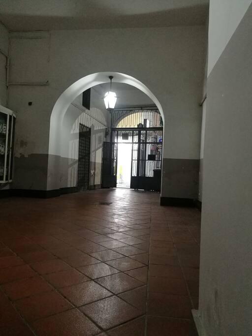ingresso palazzo dell'appartamento