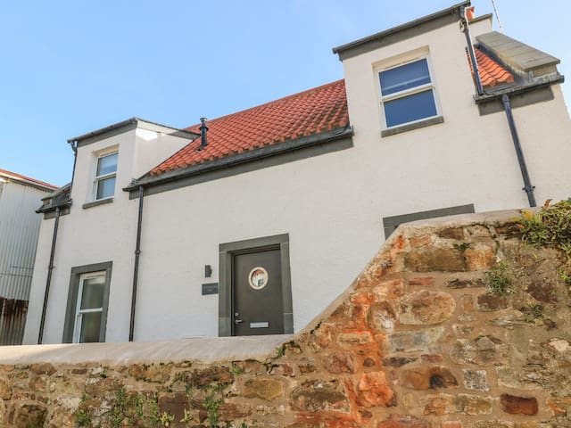 SANDPIPERS, family friendly, with a garden in Crail, Ref 990743