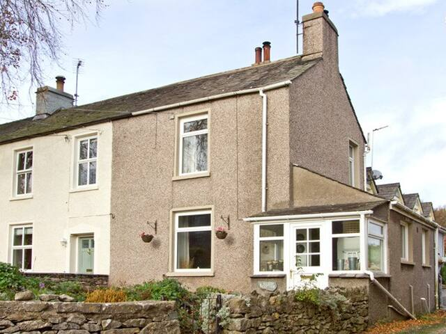 BEECH COTTAGE, pet friendly, with open fire in Scales, Ref 3709