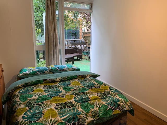 T2)Double Room in Camden with Spacious Patio