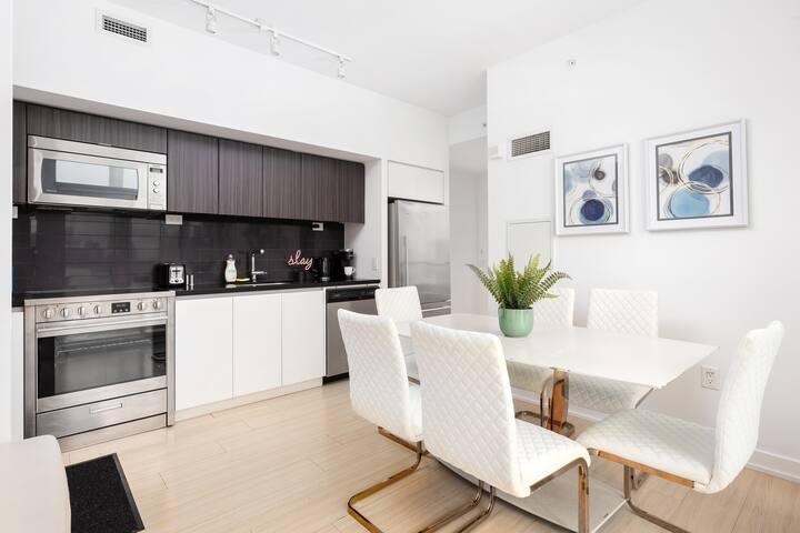 Million Dollar View ☆ Luxury Penthouse Suite