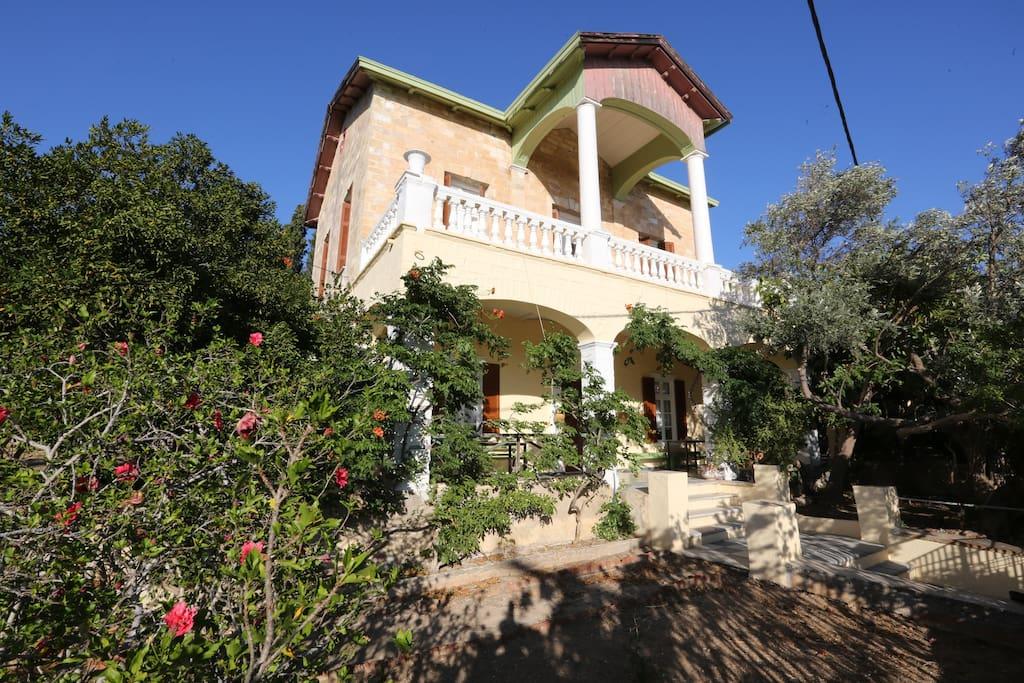 villa foustanou maisons de ville louer poseidonia gr ce. Black Bedroom Furniture Sets. Home Design Ideas