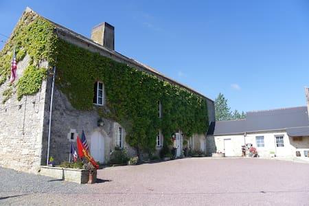 CM les Vignets Chambre familiale et table d'hôte - Saint-Laurent-sur-Mer