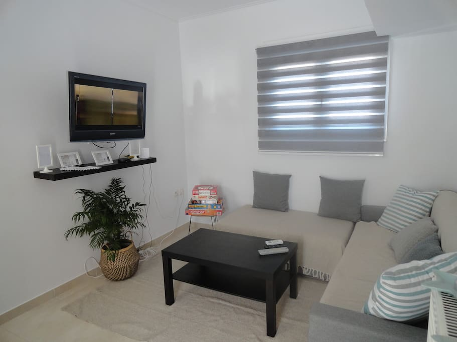 """entering from the balcony the living room is waiting for you. The antitheft high securing door guarantees your safety. Board games are available. A 40"""" TV with satellite programs, internet connection and free wifi are there for your entertainment."""