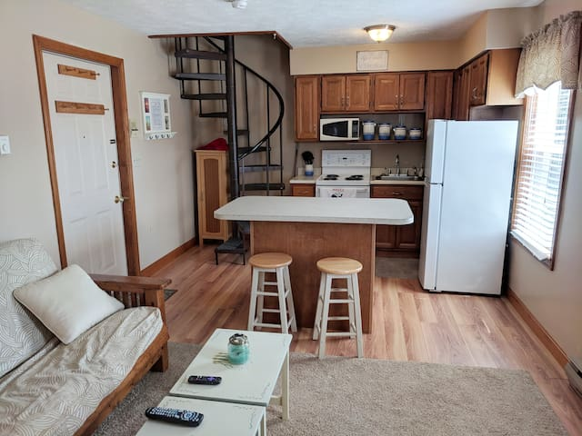 Cozy Condo in the heart of OOB. Walk to anywhere.