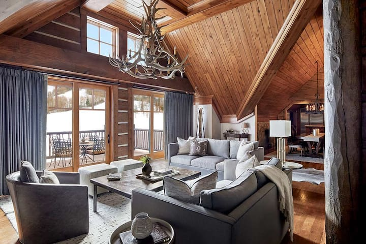 Lux 4BR Ritz Penthouse | Ski In Ski Out | by Cuvée