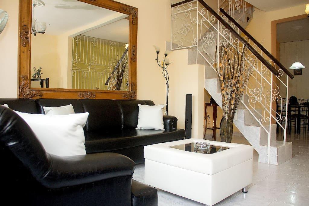 sala de estar primer piso, livig room at the first floor