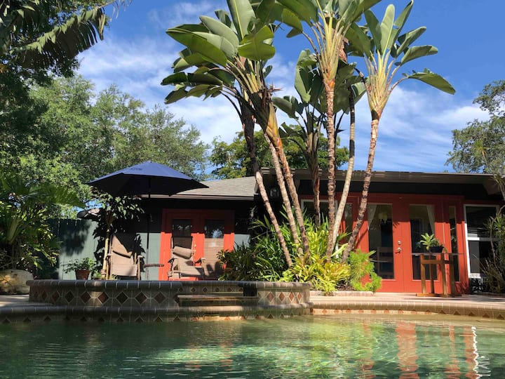 Tropical Paradise, heated pool/spa, pet friendly