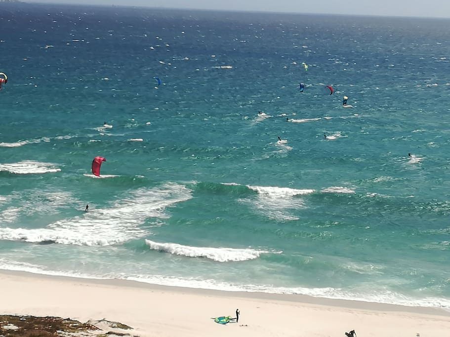 Kiters, kiters ad more of them (view from balcony)