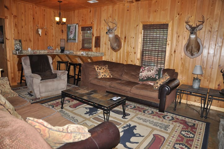 5 bedroom, 3 baths, 6 miles from Callaway Gardens - Pine Mountain - Cabin