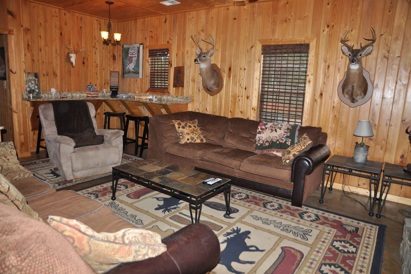 5 bedroom 3 baths 6 miles from Callaway Gardens Cabins for