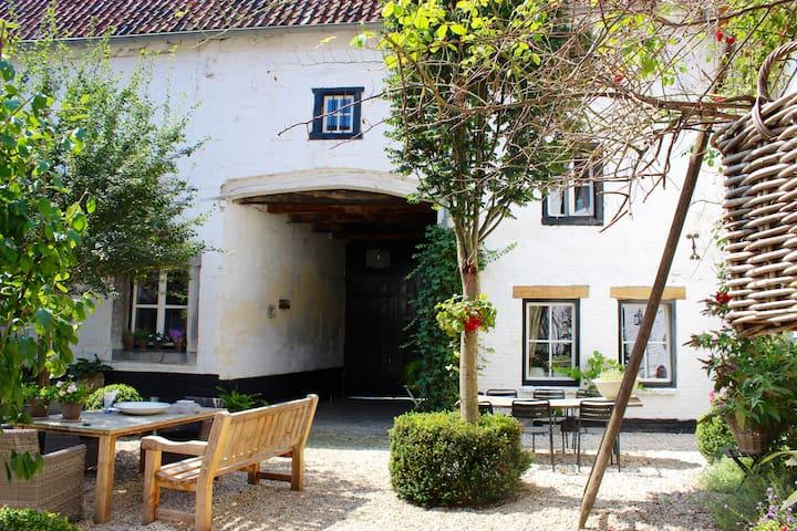 De-Cour Anna-Marie Maastricht-Heuvelland
