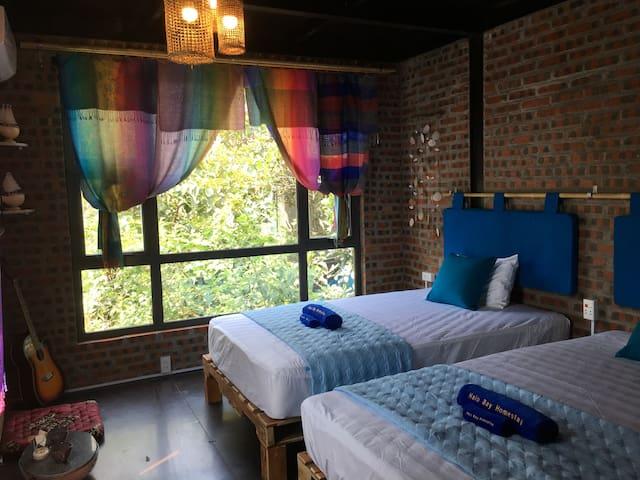 Mountain view twin room w free Ha Long city tour